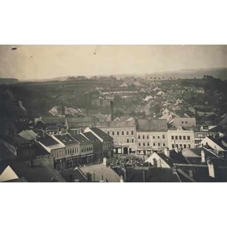 Pohled z Hrádku na náměstí 1954